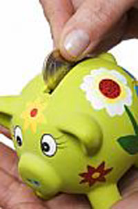 coin-in-a-piggy-bank-10020586